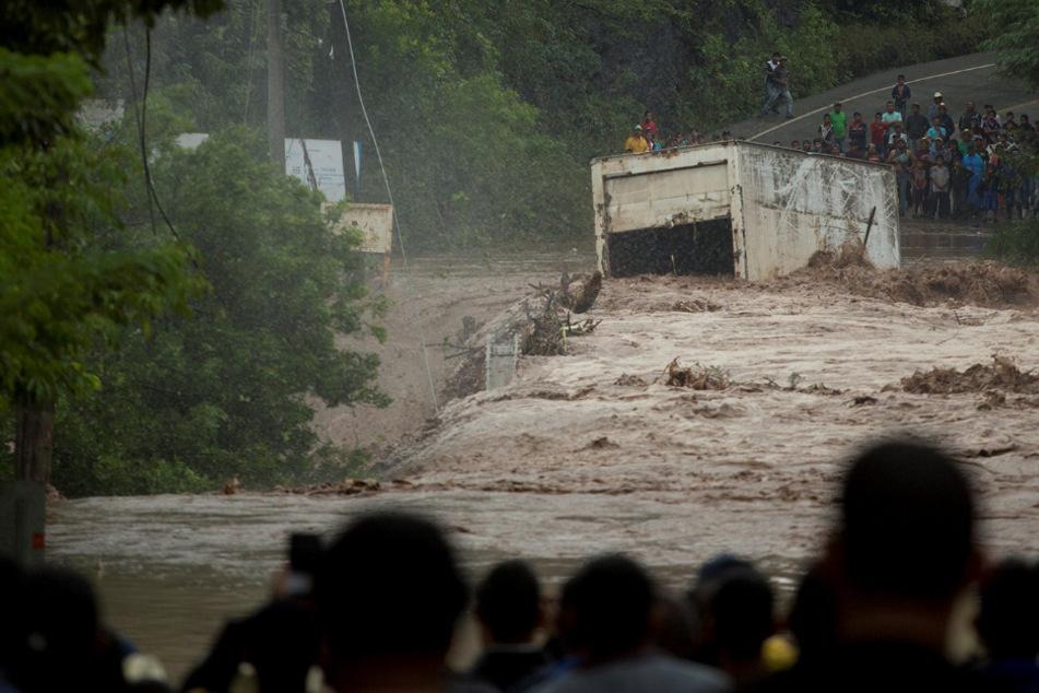 "Hurrikan ""Iota"" fordert 49 Tote, mehrere Dörfer abgeschnitten"