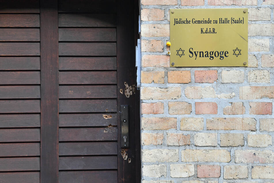 Die letzte Polizei war am frühen Morgen an der Synagoge vorbeigefahren, der Anschlag ereignete sich am Mittag. (Archivbild)
