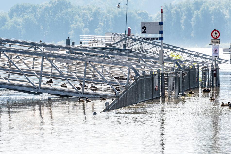 Die schwierige Lage in den Hochwassergebieten im Süden und Osten Bayerns wird durch Bilder deutlich.