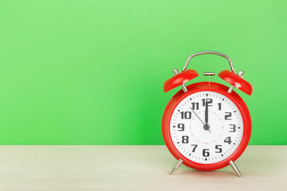 Um 12 Uhr soll die Arbeit niedergelegt werden, für eine Minute. (Symbolbild)