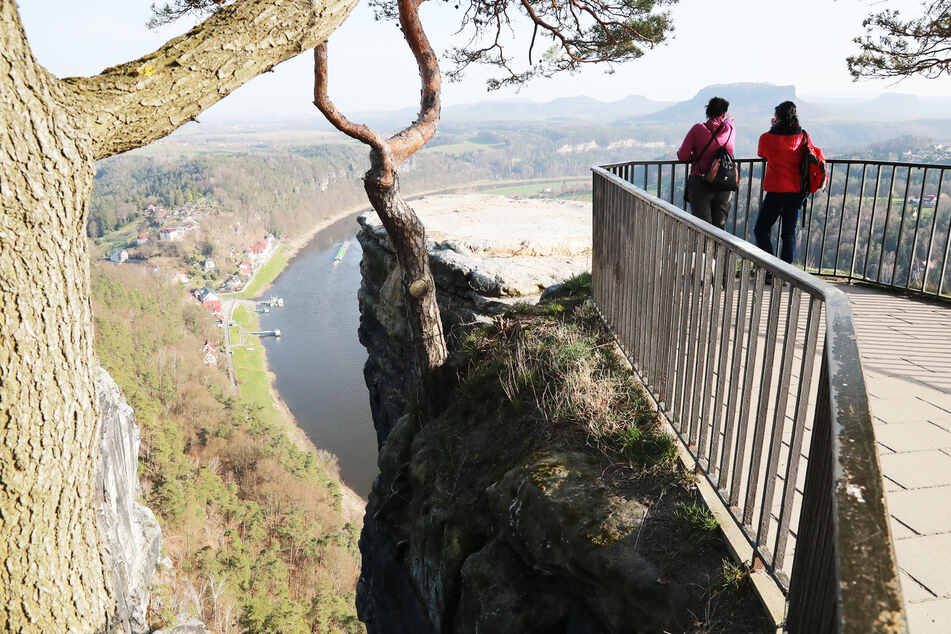 Nicht nur der Ausflug in die Sächsische Schweiz ist am Wochenende untersagt. Die Polizei hat verstärkte Kontrollen angekündigt.