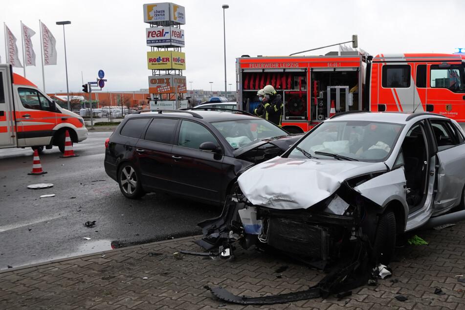 Bei Rot gefahren? Drei Verletzte bei Kreuzungs-Crash im Leipziger Westen