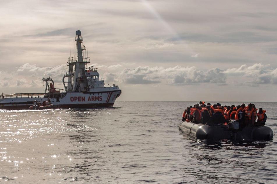 Bootsunglück im Mittelmeer: Mindestens 45 Menschen ertrunken