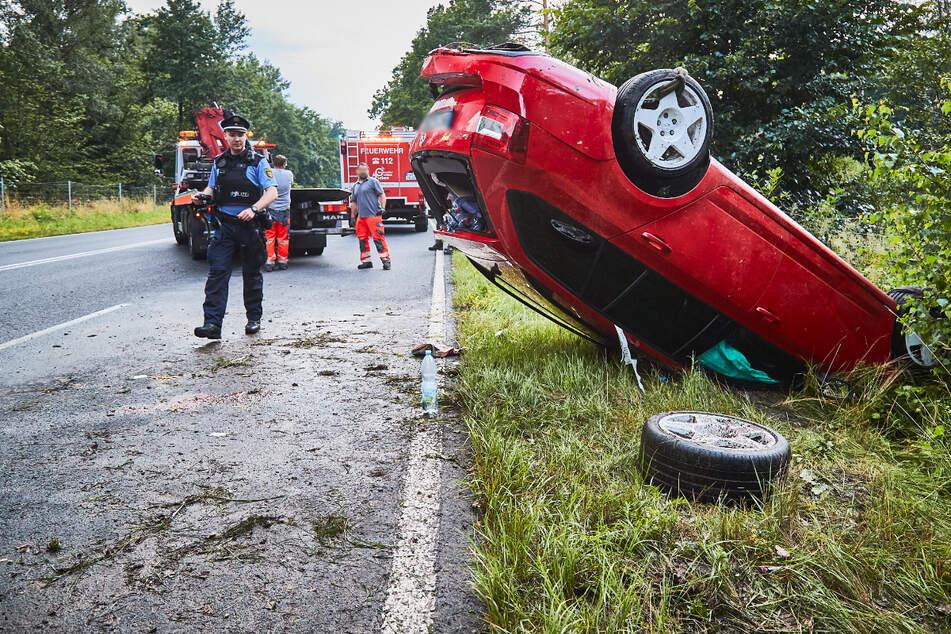 Unfall auf der B172 nahe Königstein: Skoda überschlägt sich und erleidet Totalschaden