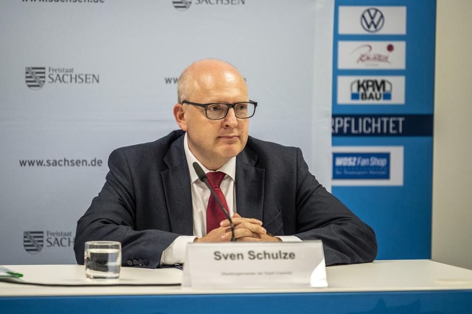"""Oberbürgermeister Sven Schulze (49, SPD) sprach von einem """"sehr, sehr guten Signal"""" für Chemnitz."""