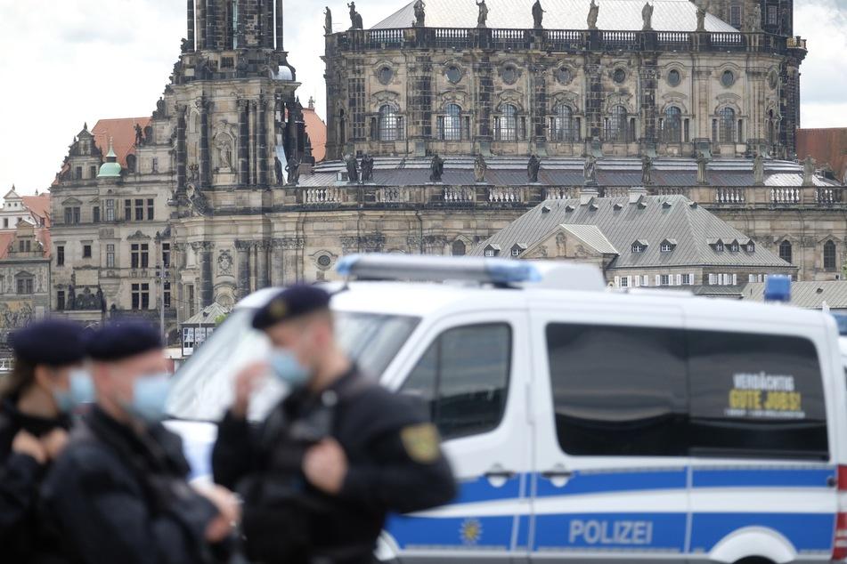 Rund ein Drittel der Polizisten in Sachsen haben sich einer Studie zufolge skeptisch zu den Maßnahmen gegen die Corona-Pandemie geäußert. (Symbolbild)