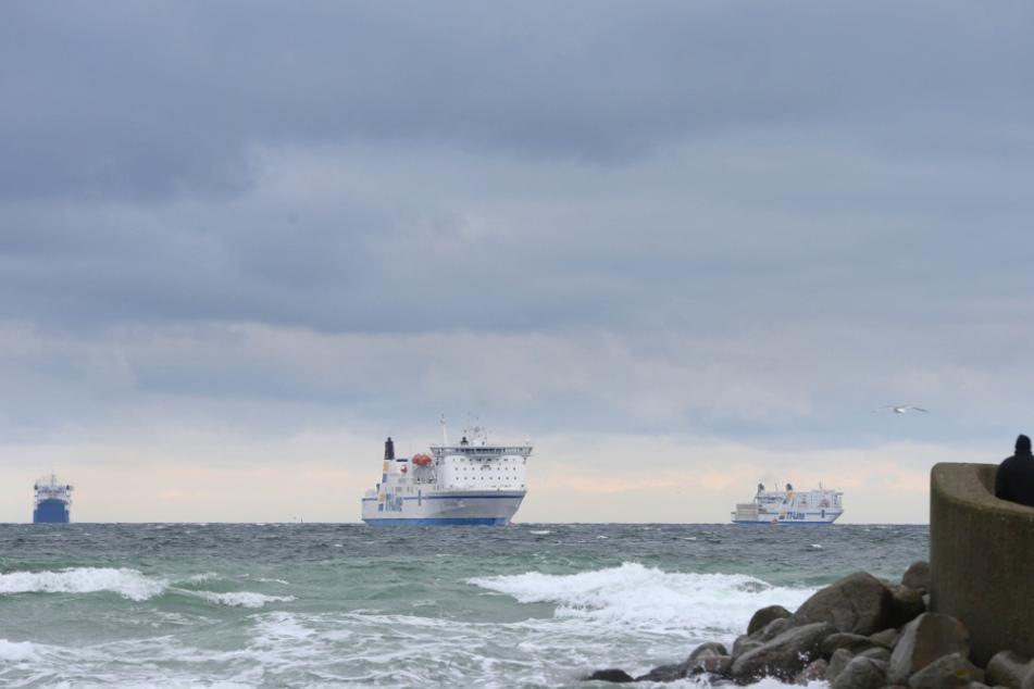 Drei Tage lang üben verschiedene Polizeieinheiten auf einer Ostsee-Fähre den Ernstfall. (Symbolbild)