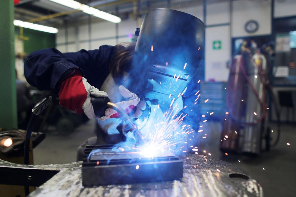Trotz der Corona-Krise wollen die meisten Maschinenbauer weiter an ihren Ausbildungsplänen festhalten.