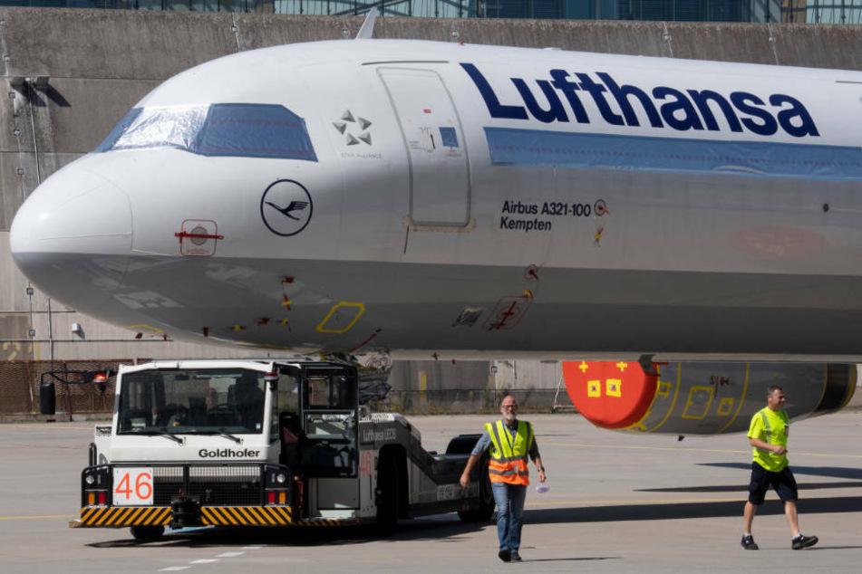 Lufthansa: Nach Milliarden-Verlust: Lufthansa droht Personal mit Entlassungen