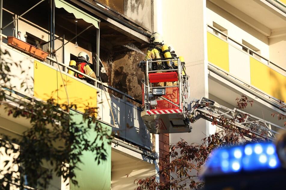 Der verkohlte Balkon. Die Bewohner konnten schließlich wieder in ihre Wohnung.