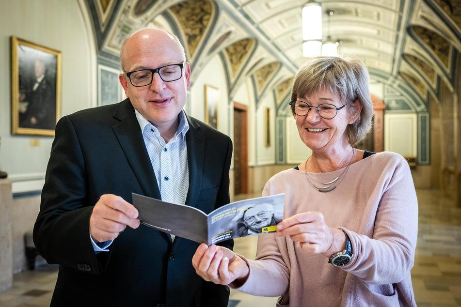 Oberbürgermeister Sven Schulze (49, SPD) und Ulrike Uhlig, Chef der Internationalen Stefan-Heym-Gesellschaft, sind stolz, den Stefan-Heym-Preis verleihen zu dürfen.