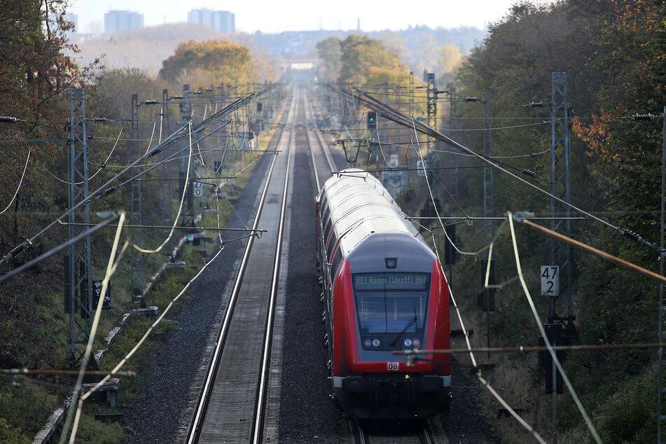 Die Deutsche Bahn empfiehlt, nur zwingend notwendige Fahrten anzutreten.