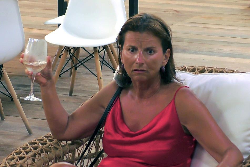 Claudia Obert (59): Auf den Schreck erstmal ein Gläschen.