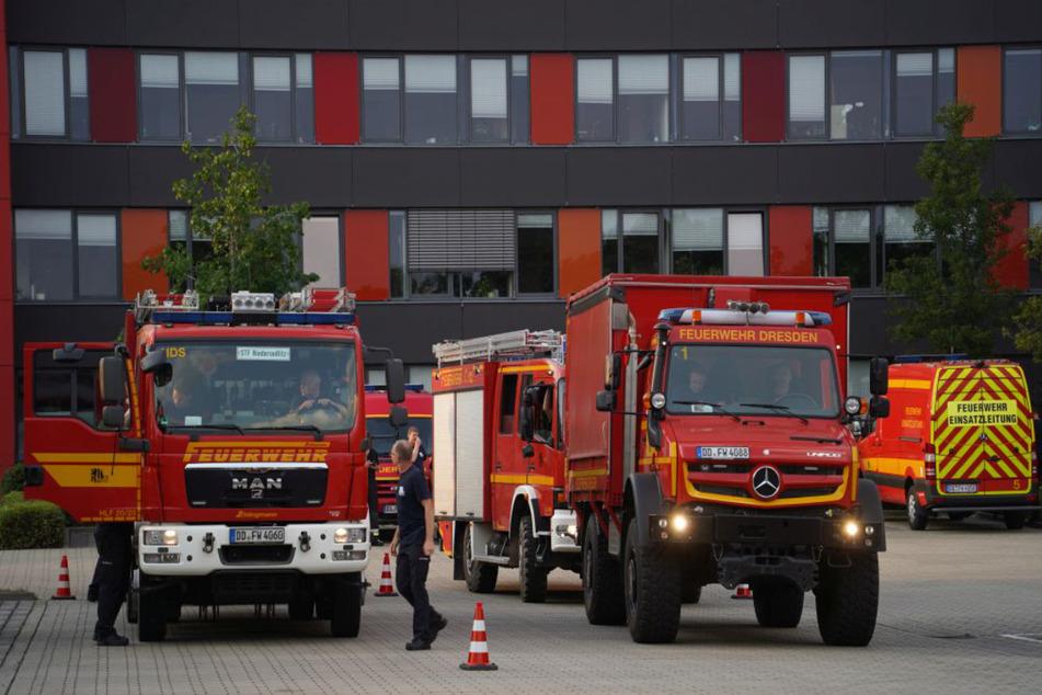 Die ersten Fahrzeuge trafen am Freitag gegen 17.30 Uhr an der Feuer- und Rettungswache Übigau ein.
