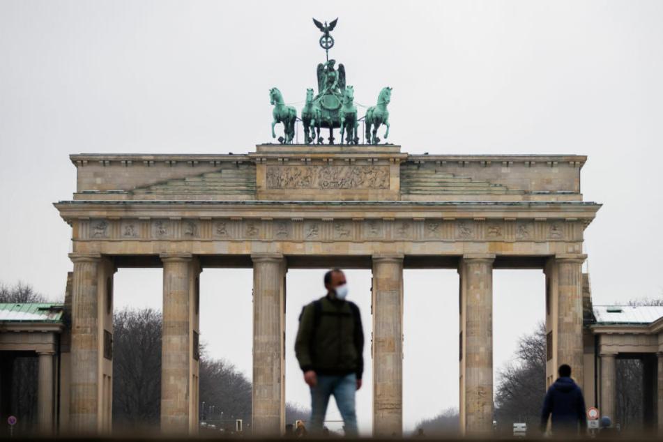In Berlin hat die Zahl nachgewiesener Corona-Infektionen um 644 und damit wieder deutlich stärker als am Vortag zugelegt. (Symbolfoto)