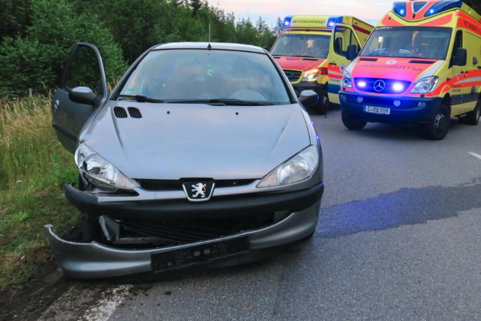 Unfall auf S255 bei Aue: Peugeot kracht mit VW zusammen