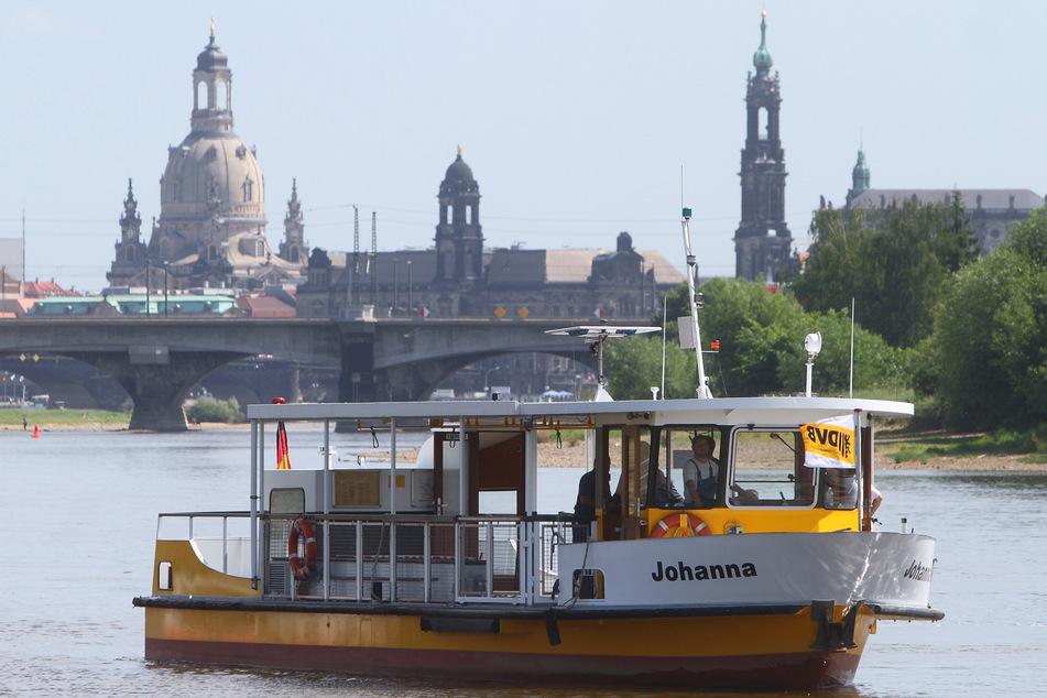 """Zuletzt 2011 fuhr ersatzweise die """"Johanna"""" auf der 1995 stillgelegten Pieschener Fährstrecke, um Kirchentags-Besucher zu transportieren."""