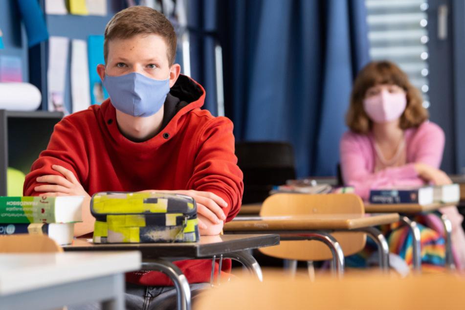 Schutzmasken ja, Unterrichtsausfall nein: Neben einem erneuten Lockdown sollen auch Schulschließungen vermieden werden.