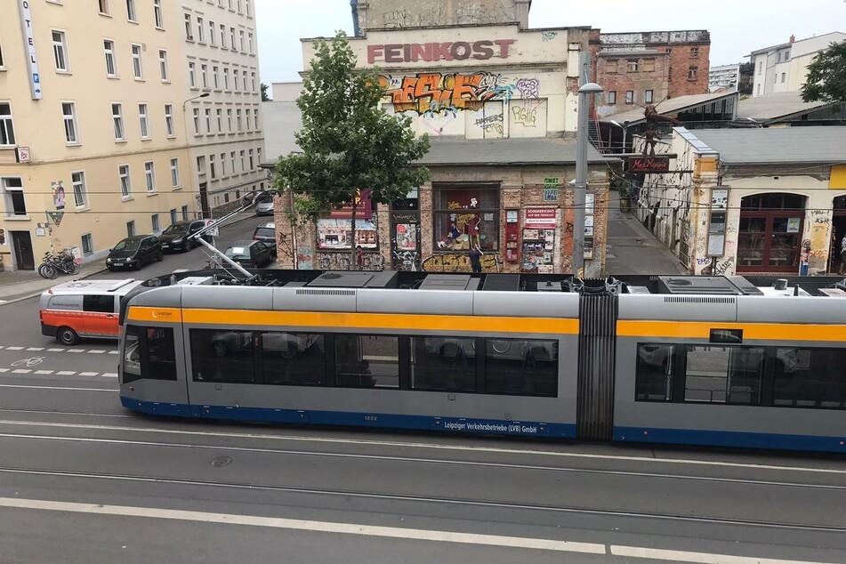 Leipzig: Crash beim Ausparken: Straßenbahn-Unfall auf der Leipziger Karli