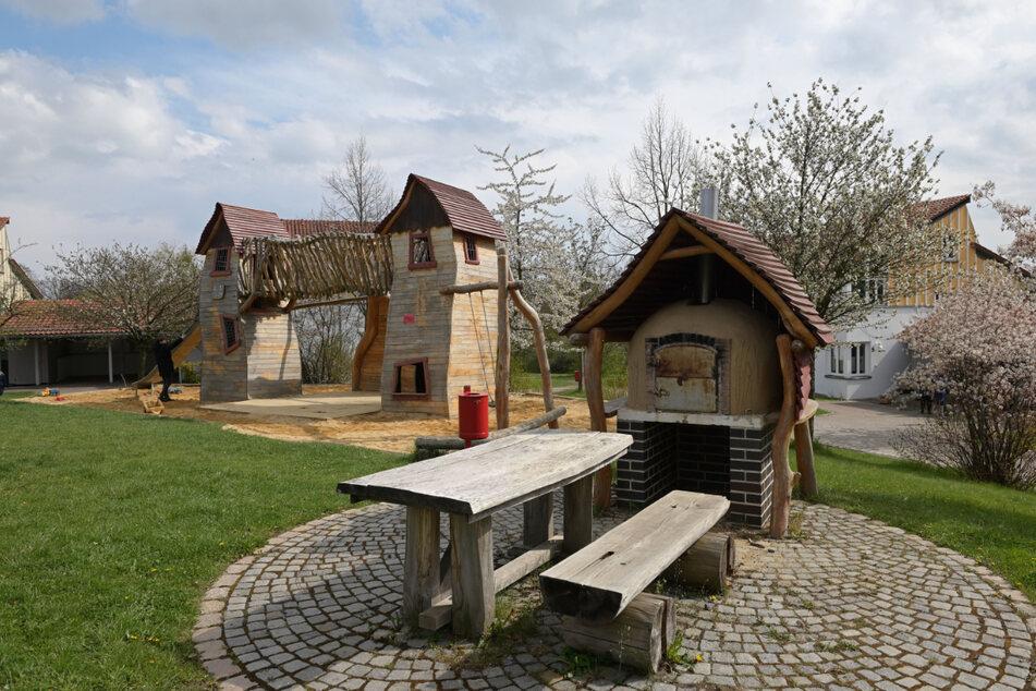 Zu dem Gelände in Zwickau gehört auch dieser schöne Spielplatz.