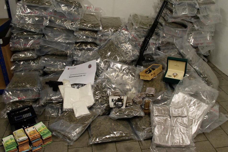 Polizei entdeckt in Laster 118 Kilo Marihuana, doch dann kommt es noch dicker