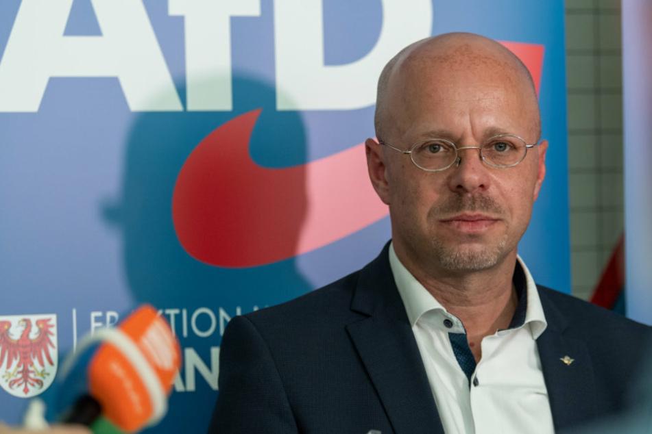 Brandenburger AfD hält an Parteitag nach Rauswurf von Kalbitz fest