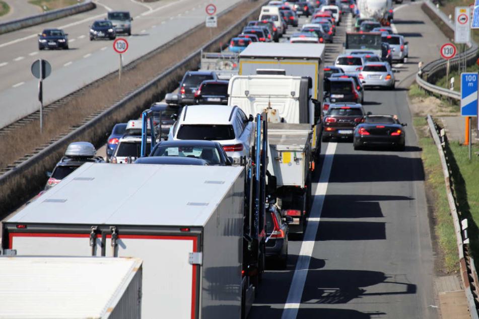 Autofahrer schlägt im Stau Wohnmobil-Fahrer: Es kommt zum Unfall