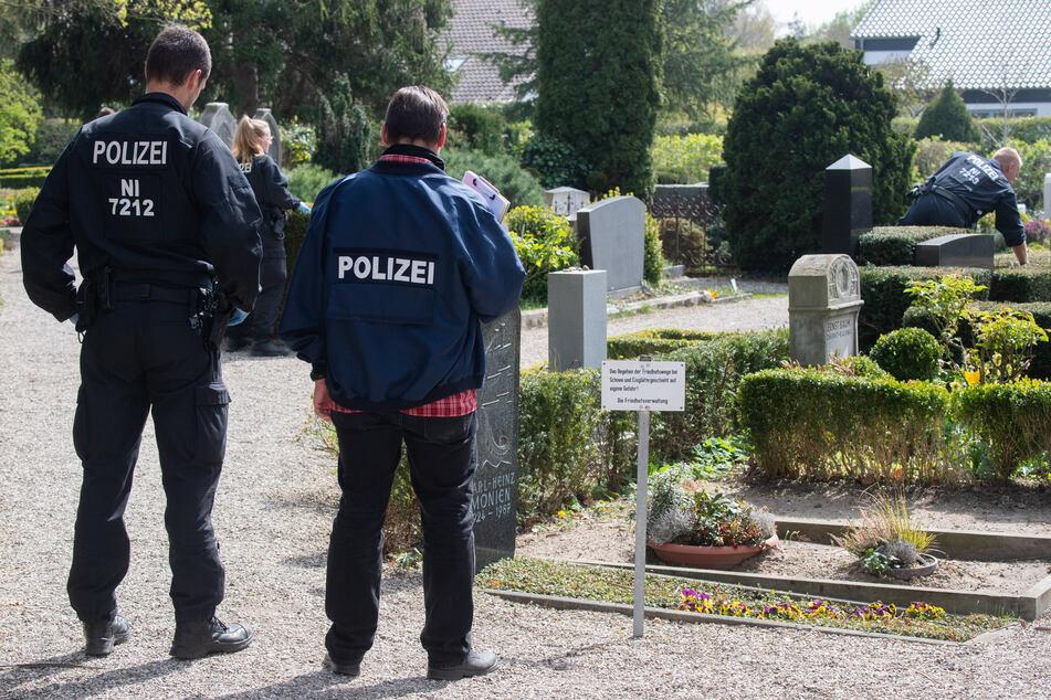 Junges Paar tötet 28-Jährigen bestialisch und vergräbt ihn auf Friedhof
