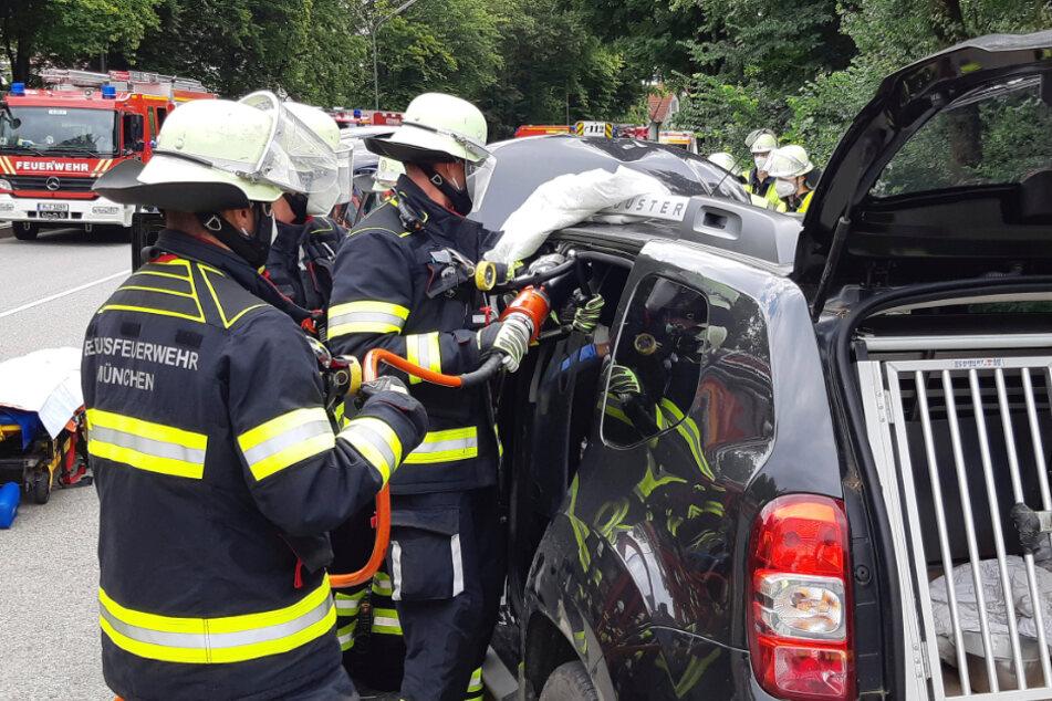 Schweres Gerät kam bei der Rettung zum Einsatz.