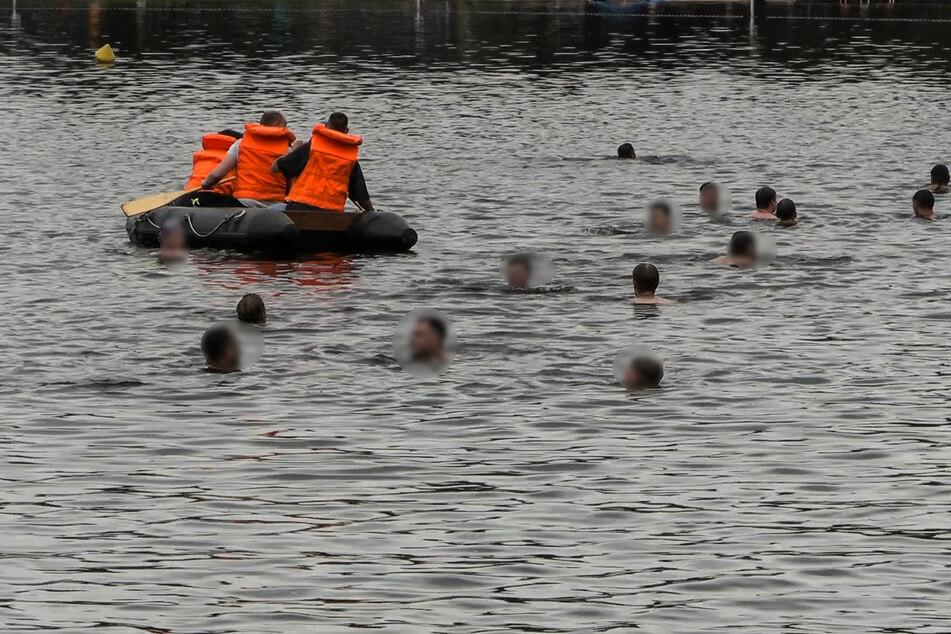 Etliche Badegäste beteiligten sich an der Suche nach dem vermissten Mann.