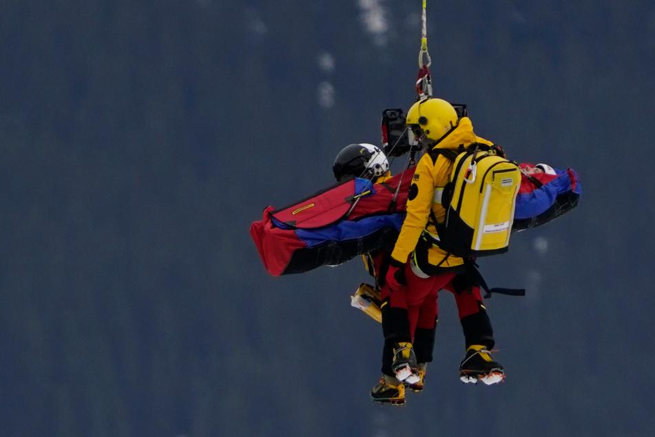 Heftiger Sturz: Skirennfahrer Schramm mit Hubschrauber von der Piste geborgen
