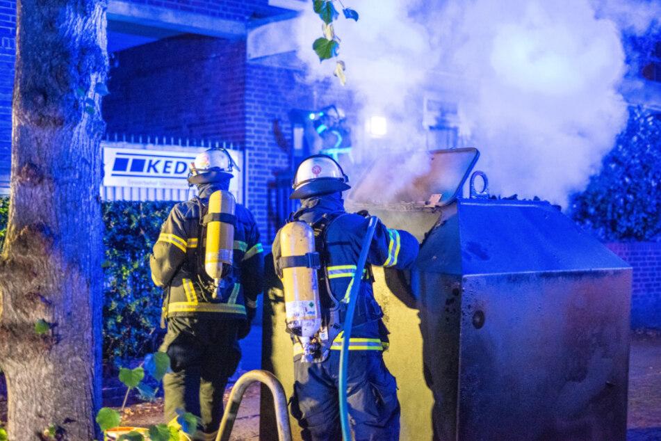 Auch in der Steilshooper Straße brannten Mülltonnen.