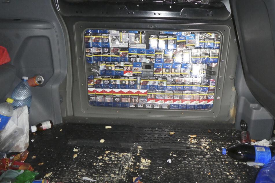 Zoll findet fast 22.000 Schmuggelzigaretten in Transporter