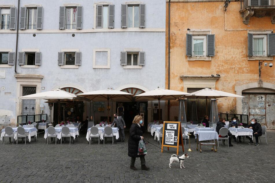 Kurzzeitig waren Bars und Restaurants in Italien für den Verzehr von Speisen und Getränken vor Ort geöffnet - nun müssen die Lokale wieder schließen.
