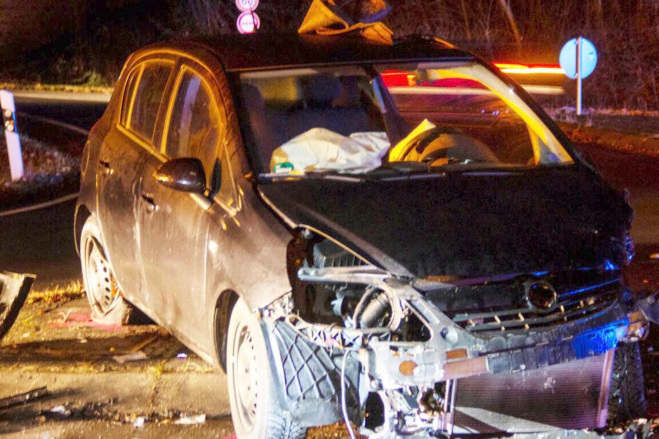 Frankfurt: Zwei Autos krachen frontal aufeinander: Schwerverletzte bei Unfall auf Landstraße