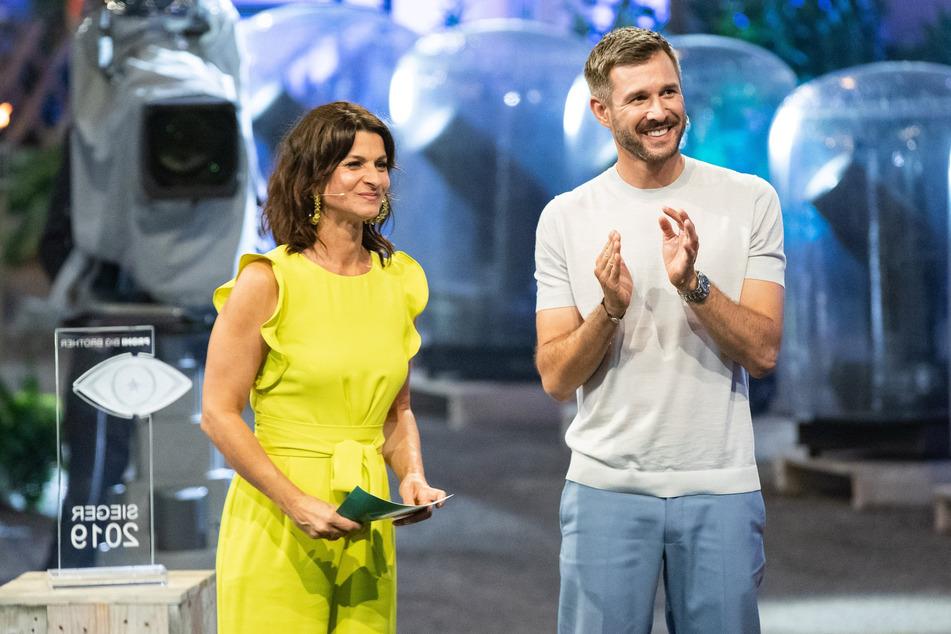 """Auch in der am 6. August startenden """"Promi Big Brother""""-Staffel moderiert Jochen Schropp (42) wieder an der Seite von Marlene Lufen (50)."""