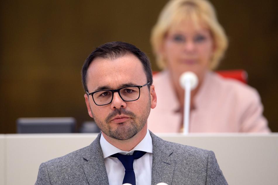 CDU-Fraktionschef Jan Redmann zeigt sich besorgt über die unterschiedliche Entwicklung der Infektionswerte in den Regionen.