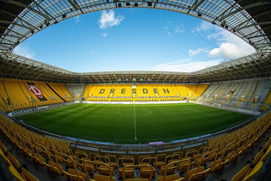 Blick in das leere Rudolf-Harbig-Stadion.