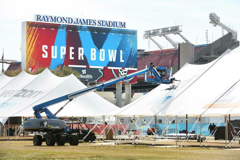 Miley Cyrus to headline special Super Bowl pre-game tailgate