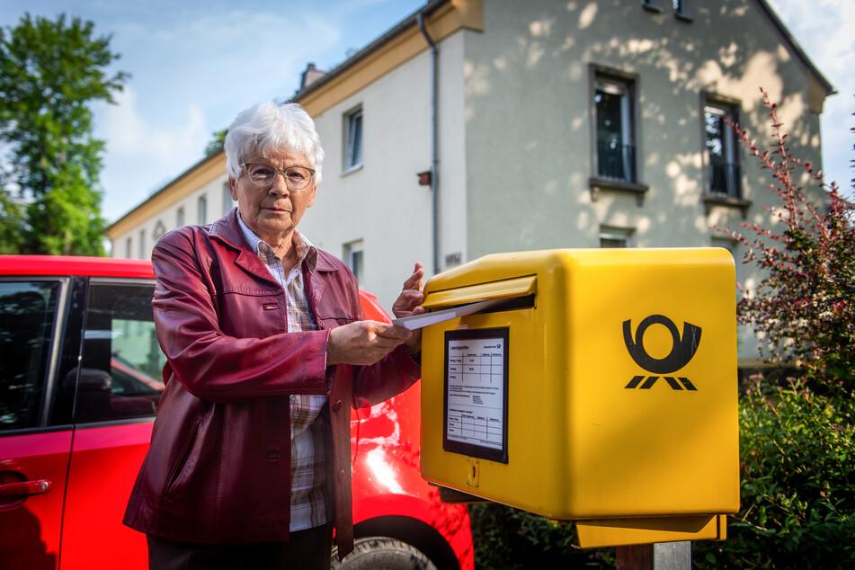 Vermisst fünf Osterkarten auf dem Postweg: Christine Dressel (75) beschwerte sich bei der Post, weil ihre Grüße nie ankamen.