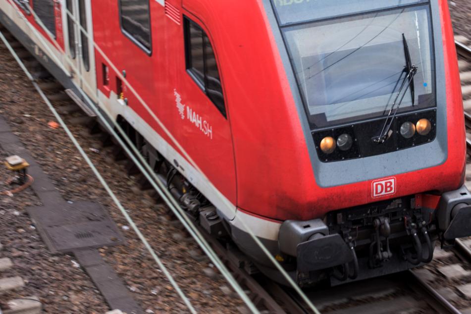 Junge (15) legt sich betrunken ins Gleisbett: Regionalzug fährt über ihn hinweg