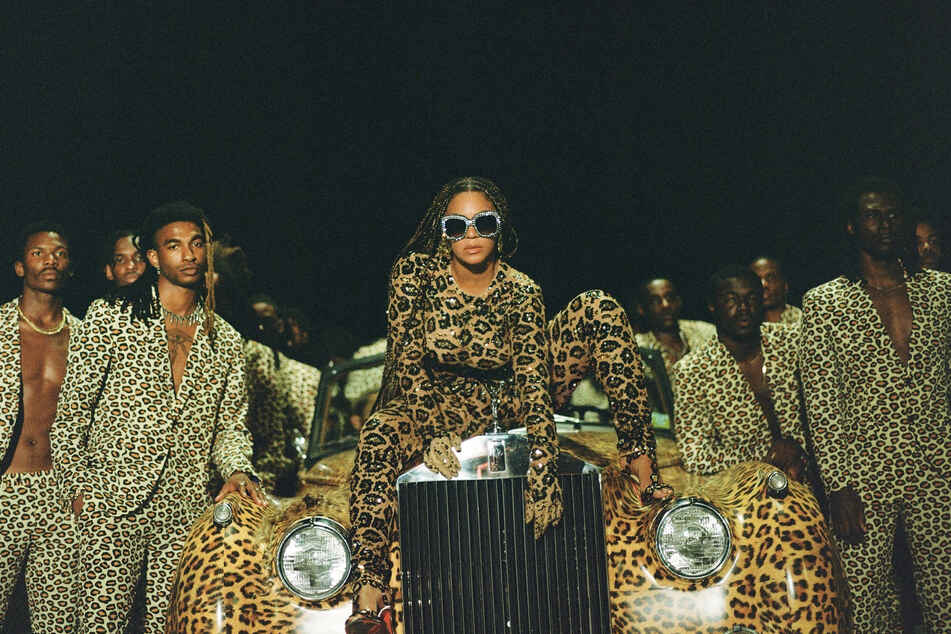 """Das von Disney Plus herausgegebene Foto zeigt Beyonce Knowles (M.) in einer Szene ihres Films """"Black is King."""""""