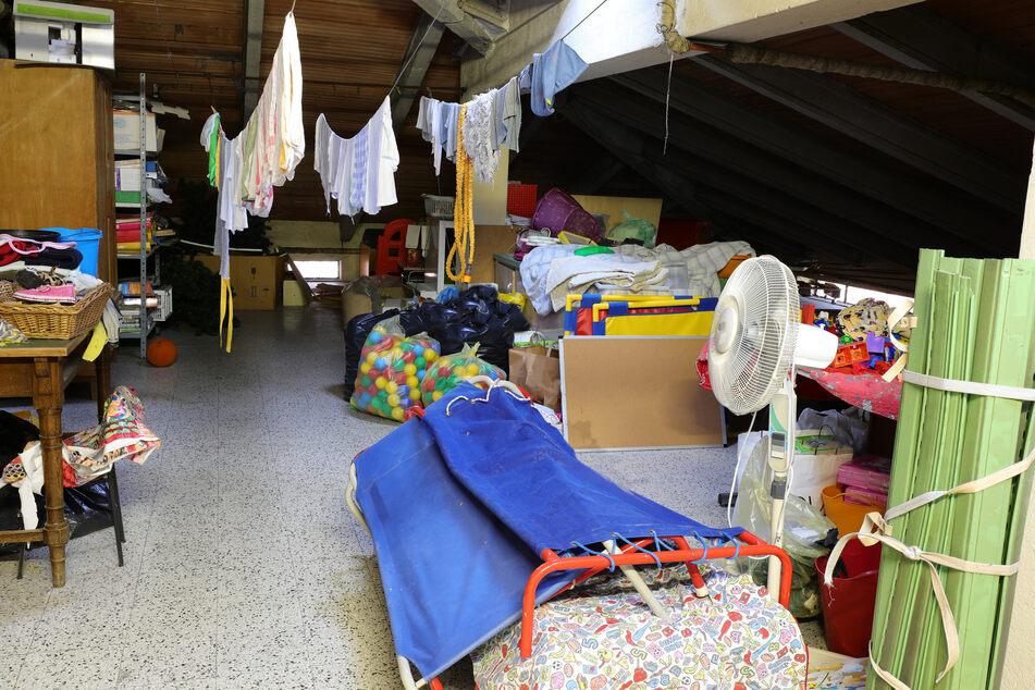 Der 39-Jährige hatte sich in einer Abstellkammer häuslich eingerichtet. (Symbolbild)