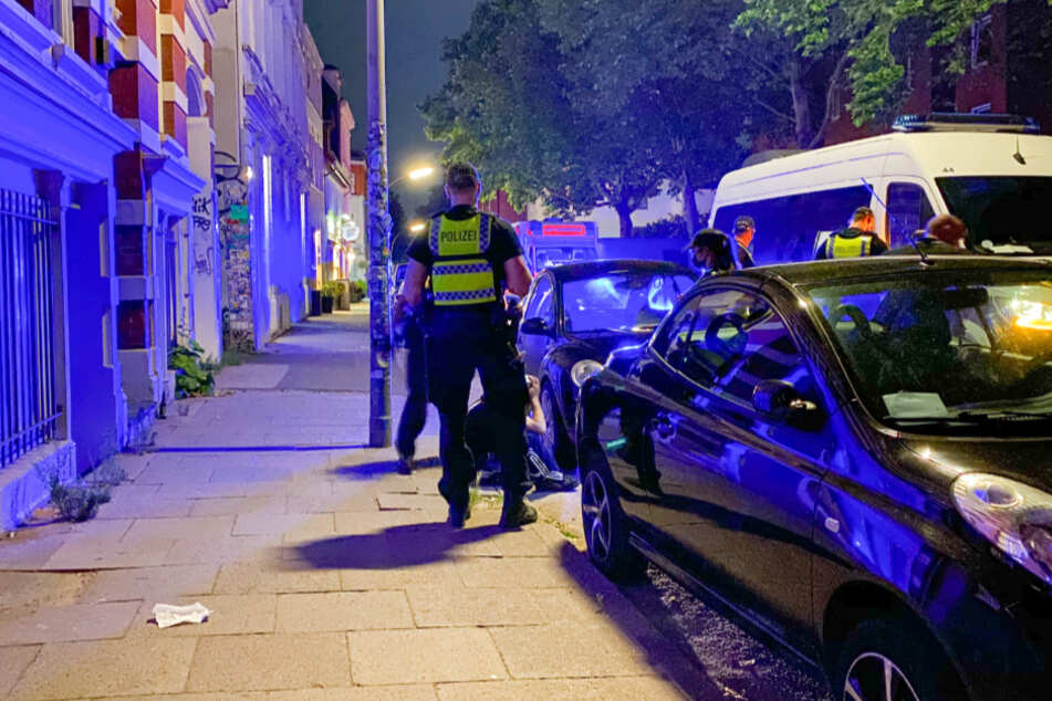 Mutige Passanten stoppen Autodieb mitten in St. Pauli