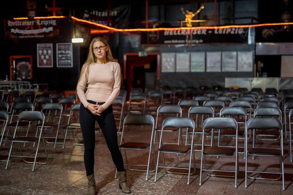 """Sag mir, wo die Headbanger sind, wo sind sie geblieben ... Katrin Schönfuß (43) steht traurig im leeren """"Hellraiser""""."""