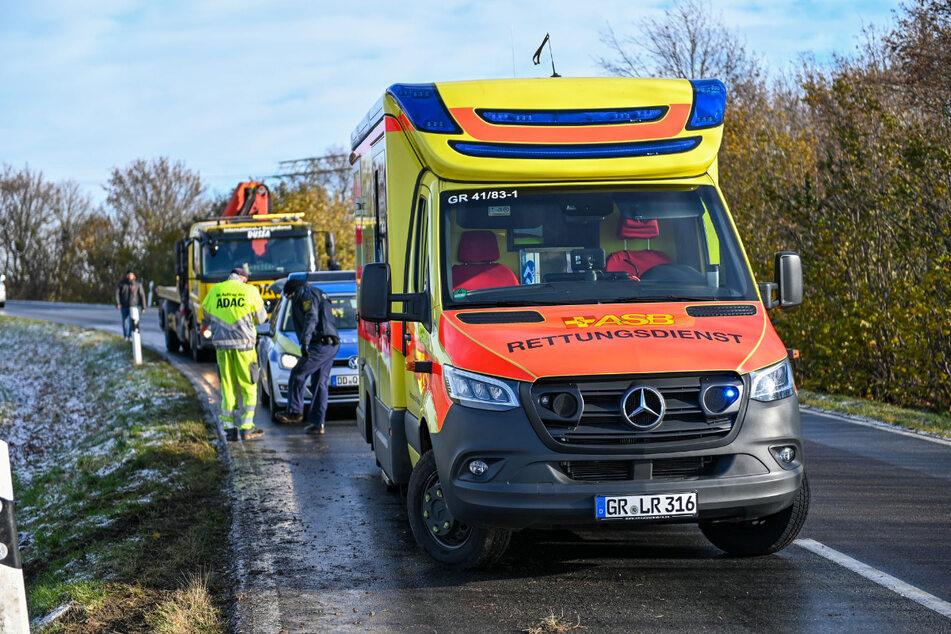 Der Rettungsdienst kümmerte sich noch vor Ort um die leicht verletzten Insassen.