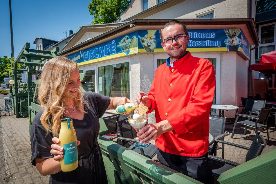 """Patricia Pötzsch (29) von """"Liebelei Liköre"""" und Andreas Marschner (40) vom Eiscafé in der Zwickauer Straße haben beim """"Eierlikör-Eis"""" gemeinsame Sache gemacht."""
