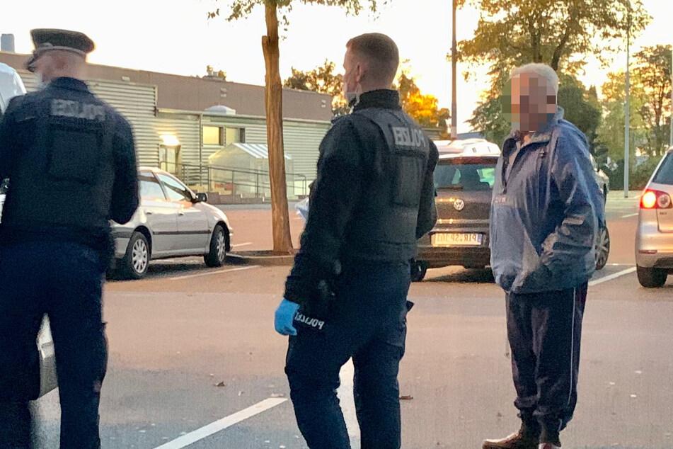 Die Polizei nahm am Mittwoch die Personalien eines Mannes (82) auf dem Parkplatz des Kauflands auf. Er soll ein Tatverdächtiger sein.