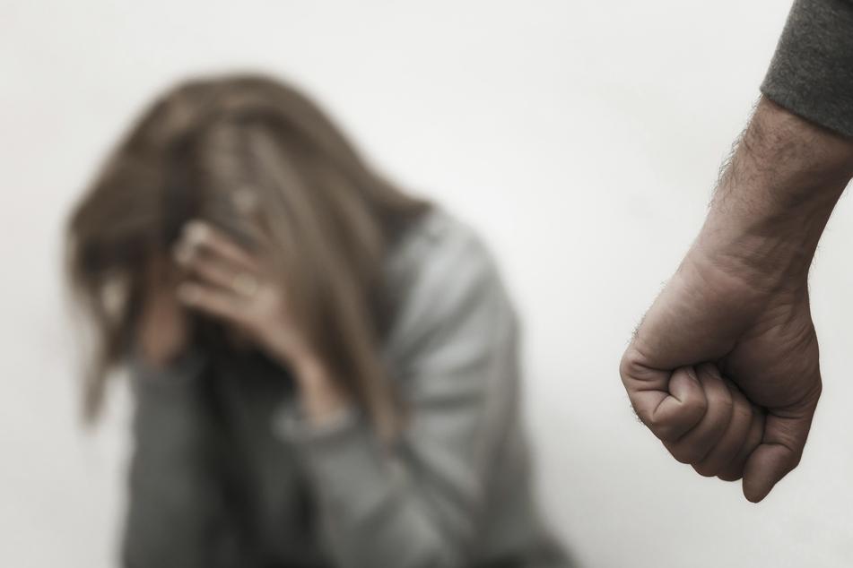 Versuchter Mord? Mann (43) attackiert Mutter von gemeinsamen Nachwuchs in Kinderschutzhaus