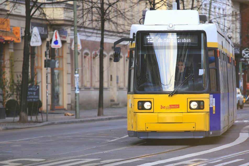 Fußgänger bei Unfall mit Tram schwer verletzt